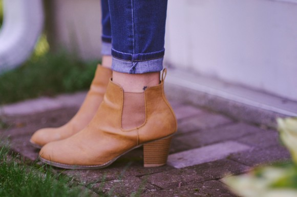 brown boots with kimono
